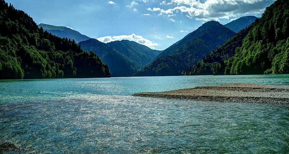 Экскурсия на озеро Рица из Адлера и Сочи